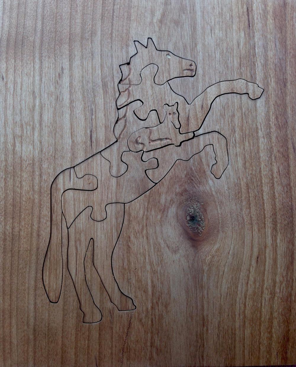 Horse (walnut)